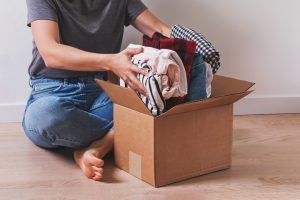 How to Pack Clothes for Moving: 8 Guidelines